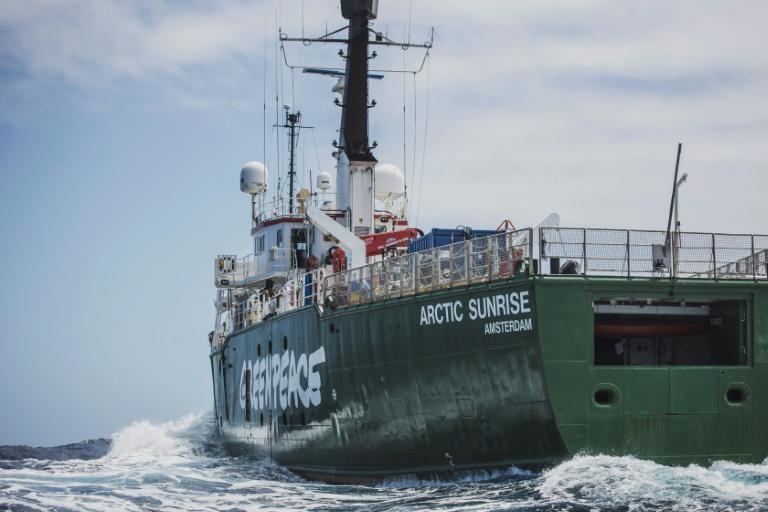 Navio do Greenpeace Arctic Sunrise durante exploração no Monte Vema, em novembro de 2019