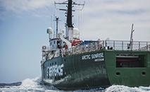 Navio do Greenpeace Arctic Sunrise durante exploração no Monte Vema, em novembro de 2019 (AFP)