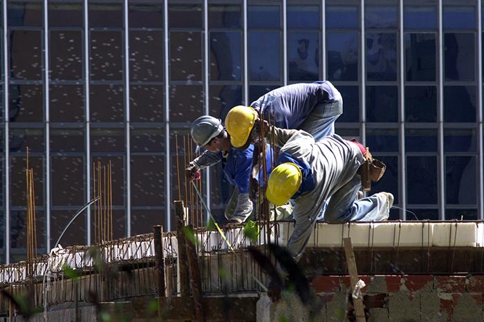 A indústria da construção civil cresceu pelo segundo trimestre seguido