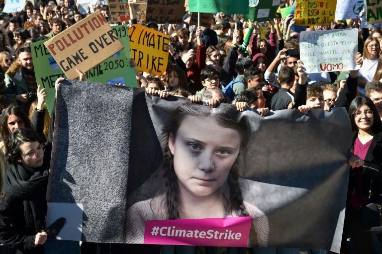 Jovens grevistas climáticos liderados pela adolescente ativista sueca Greta Thunberg planejam marchar pela capital espanhola sob a bandeira de Fridays for Future