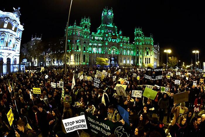 Manifestação em Madri cobra ação da COP25 contra mudanças climáticas