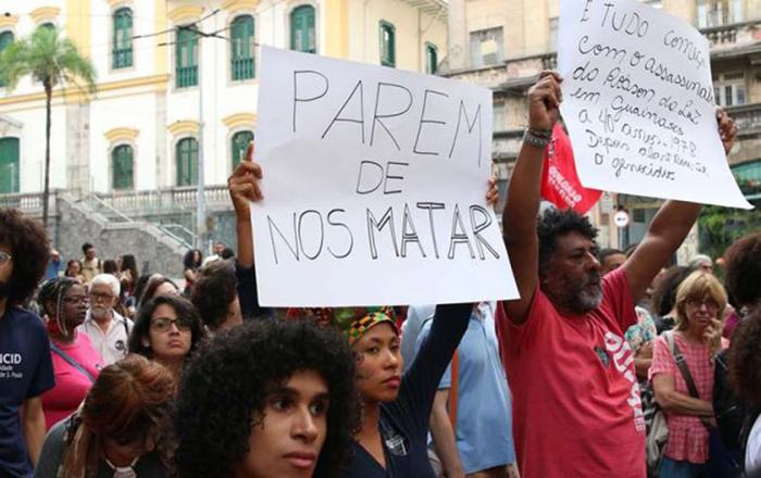 Próximo a Secretaria de Segurança Publica de São Paulo jovens fazem Ato público cobrando das autoridades Massacre de Paraisópolis