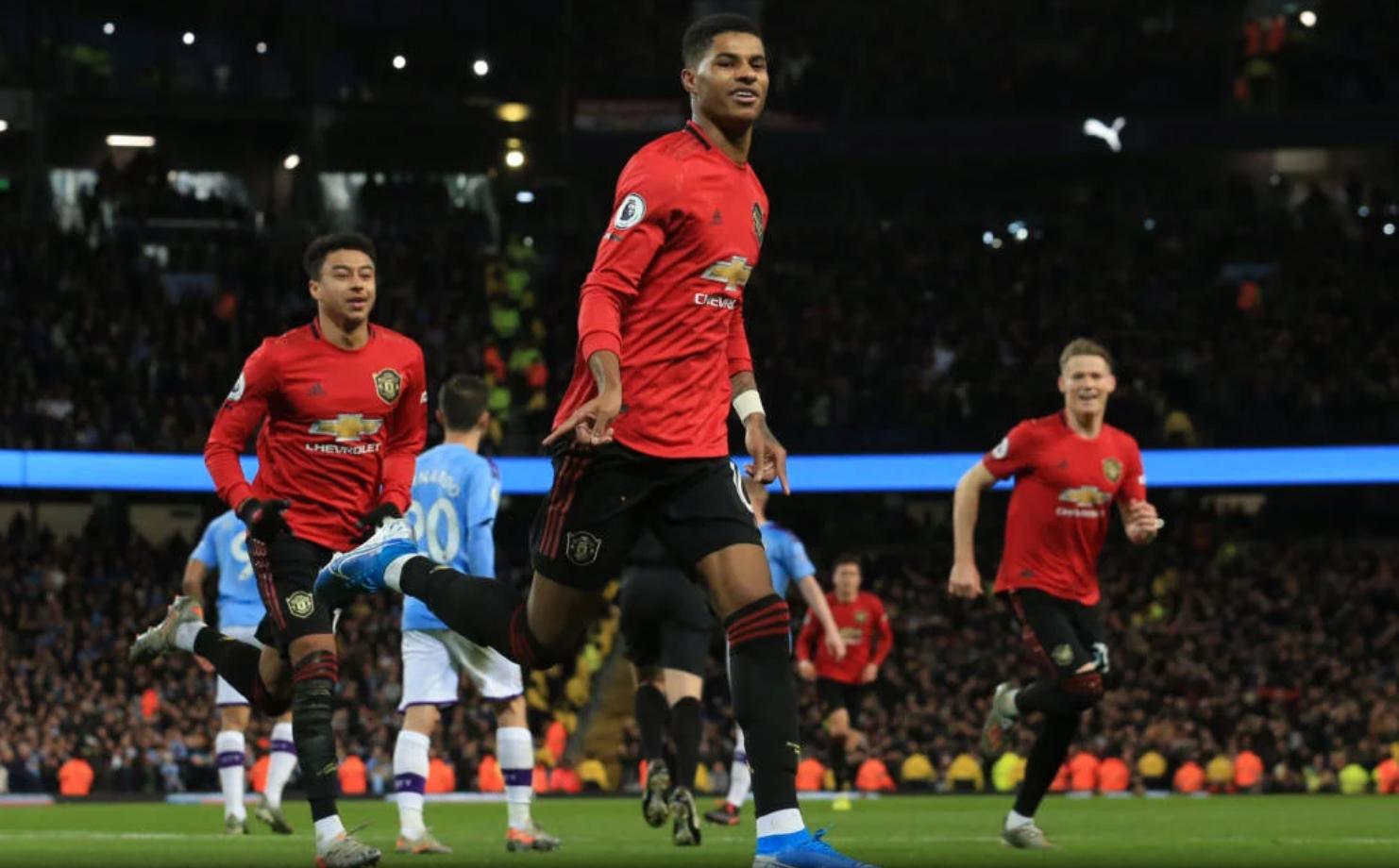 Com gols de Rashford e Martial, os Diabos Vermelhos venceram o dérbi por 2 a 1