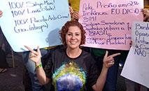 Zambelli posa com apoiadores na Avenida Paulista: ataques à deputada Joice Hasselman (Reprodução/Facebook Carla Zambelli/)