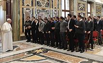 Representantes do Pontifício Seminário Regional Flamínio se reúnem com o papa (Vatican Media)