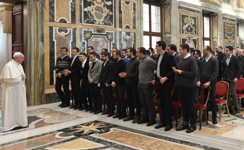 Representantes do Pontifício Seminário Regional Flamínio se reúnem com o papa