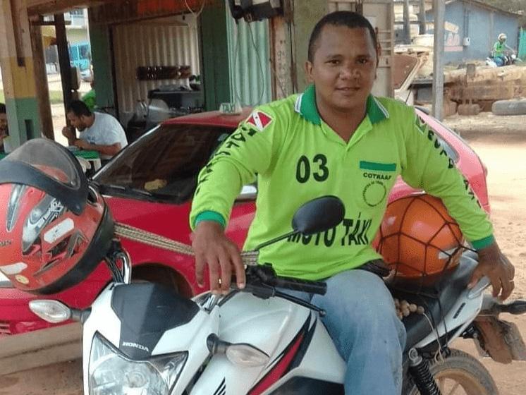 Quando voltou a viver em Anapu, Márcio não conseguiu uma terra para viver com a família e então passou a trabalhar como mototaxista