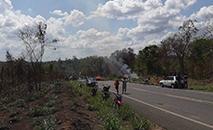 Cansados da impunidade da violência contra os indígenas, povo Guajajara fechou rodovia BR-226 na tarde deste sábado (7), contra mais duas mortes na região (Divulgação/ Cimi)