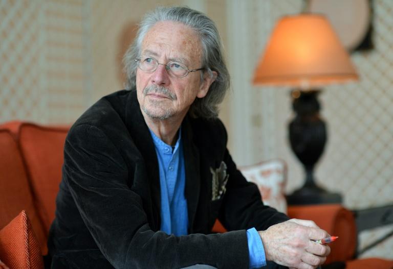 Desde 1991, Peter Handke vive em Chaville, um subúrbio de Paris, em uma casa abrigada por cedros à margem de uma floresta