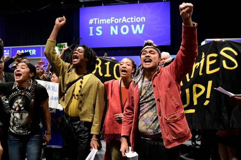 Ativistas climáticos protestam na Conferência sobre Mudança Climática da ONU COP25, em Madri