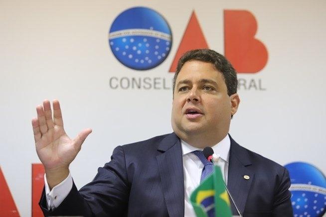 Felipe Santa Cruz virou alvo de Moro por criticar Bolsonaro