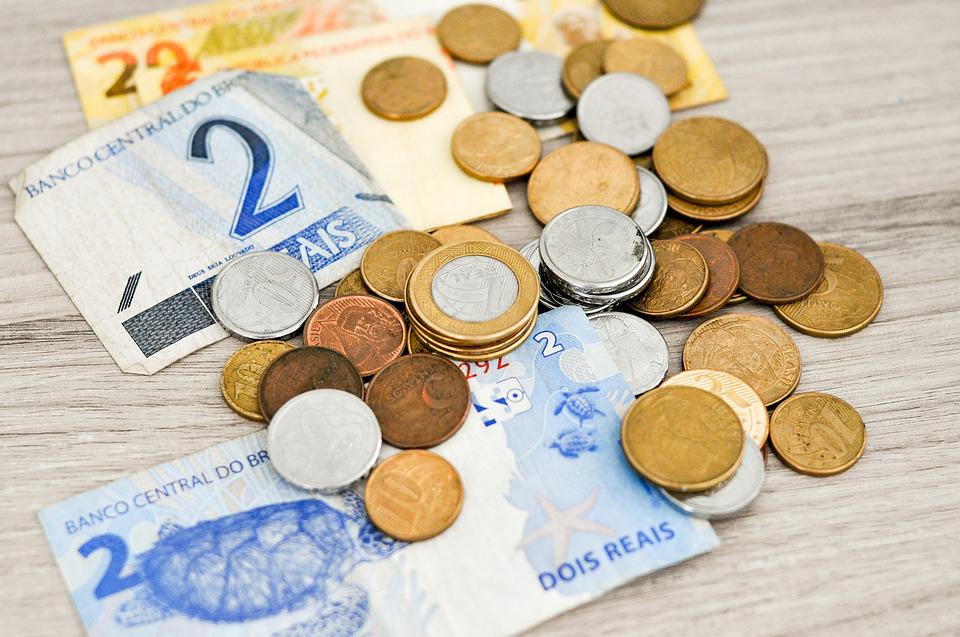 Muitos brasileiros não têm dinheiro para pagar as contas