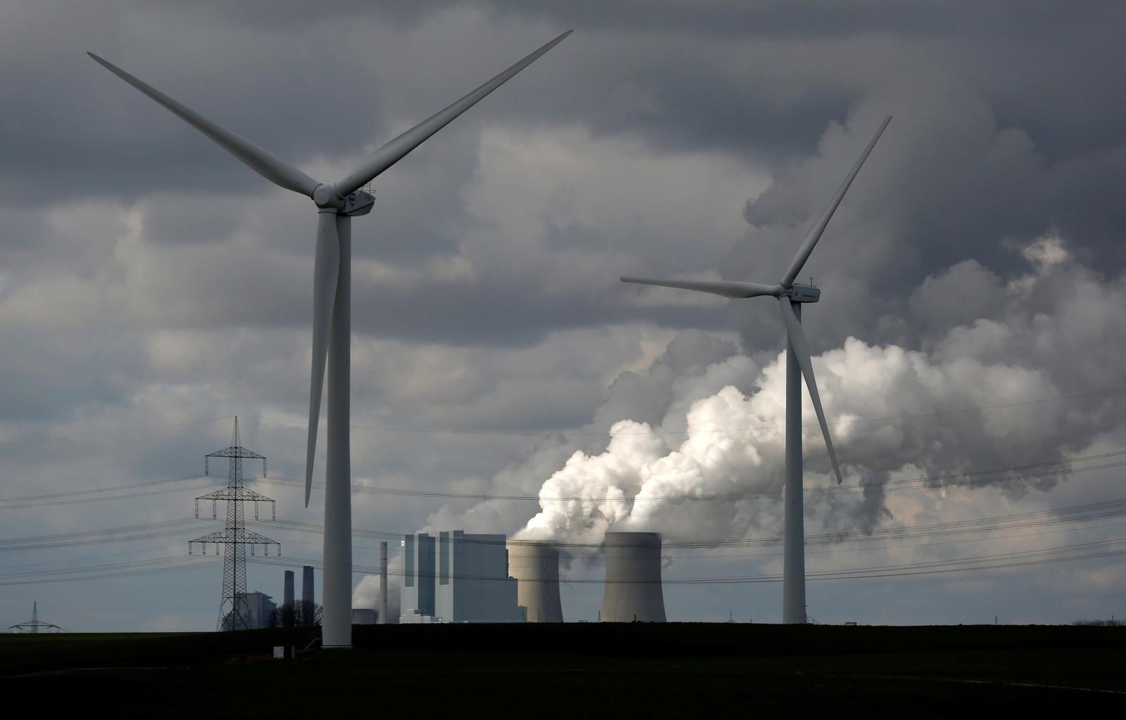 A renda gerada por esse aumento de preço será usada para financiar uma redução na taxa de apoio para energias renováveis