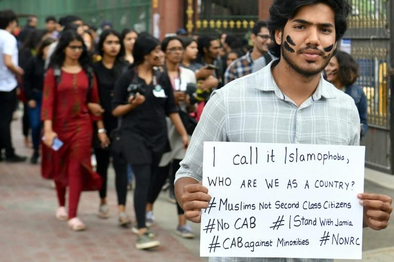 Manifestação para denunciar cidadãos que discriminam os muçulmanos, em Bangalore
