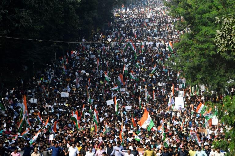 Manifestação maciça contra nova lei de nacionalidade indiana em 16 de dezembro de 2019 em Calcutá