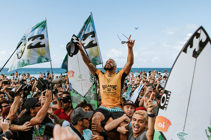 Ítalo Ferreira garantiu mais um título mundial de surfe durante a disputa do Pipe Masters, no Havaí