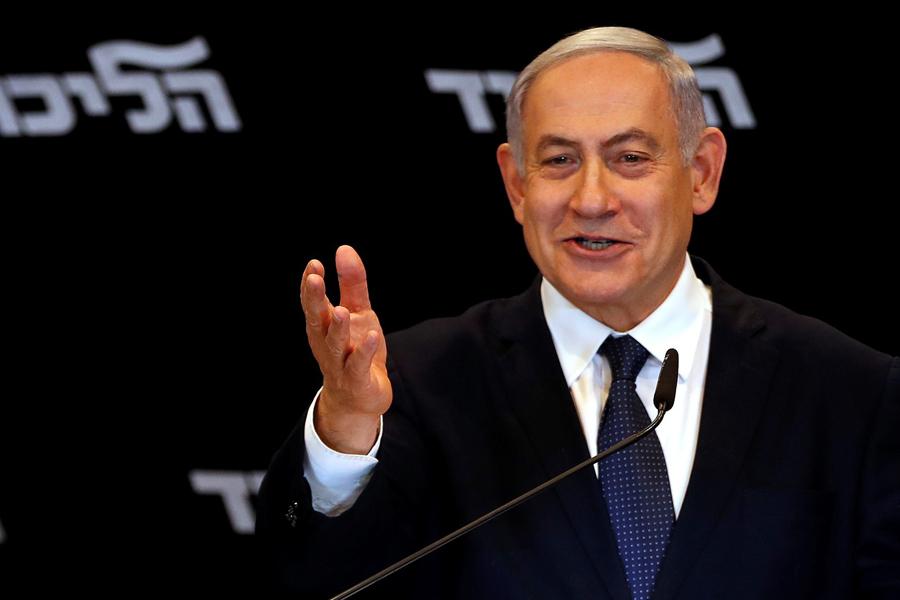 O primeiro-ministro israelense Benjamin Netanyahu fala com a imprensa em Jerusalém nesta quarta (1º)