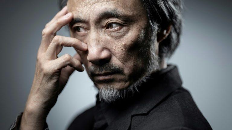 Escritor chinês no exílio, Ma Jian posa em sessão de fotos, em 13 de dezembro de 2018, em Paris