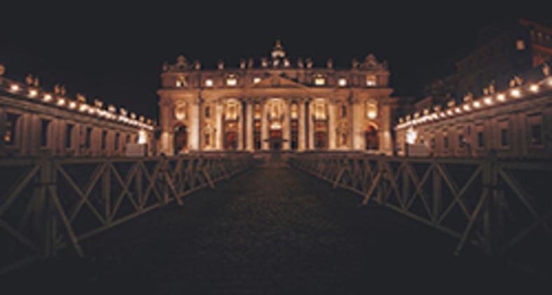 A cerca vaticana faz pensar e repensar um modelo de Igreja que opõe fiéis leigos e hierarquia (Cristina Gottardi/ Unsplash)