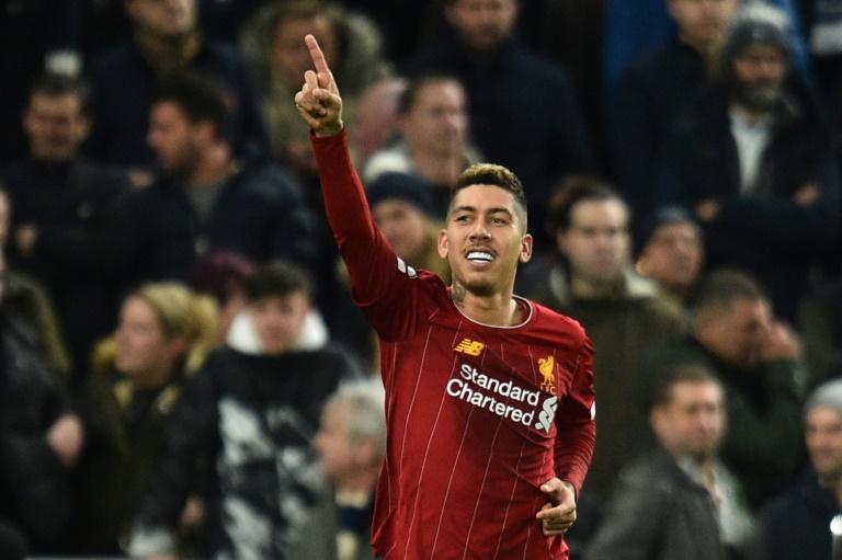 Roberto Firmino comemora o gol da vitória do Liverpool sobre o Tottenham