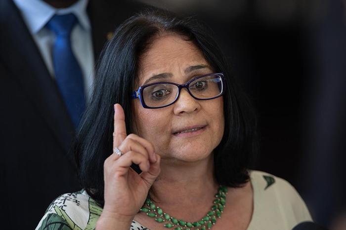 A ministra Damares Alves pretende encaminhar ao Congresso projetos de lei para evitar o fim de dois fundos