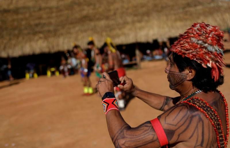 Com celulares, câmeras e drones, indígenas usam as novas mídias para mostrar sua cultura