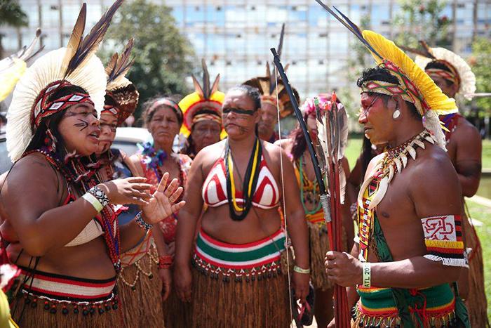 Indígenas: grupos participam do Acampamento Terra Livre, fazem protesto na Esplanada dos Ministérios