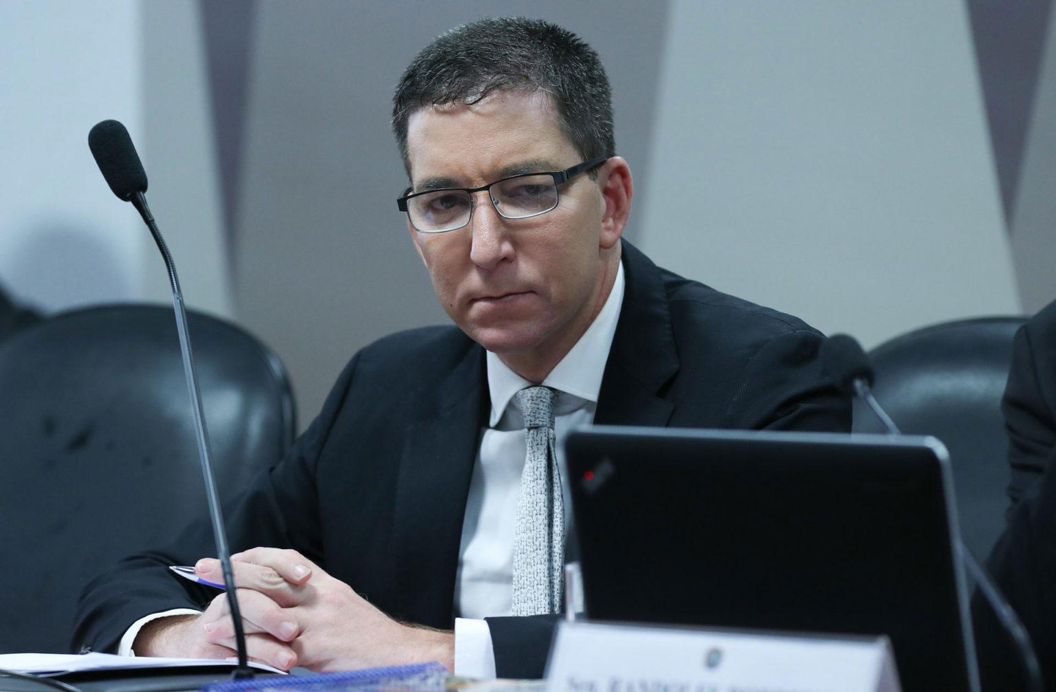 Glenn Greenwald foi denunciado pelo MPF sob o argumento de que ele orientou hackers. O jornalista não tinha sido investigado ou indiciado na operação Spoofing