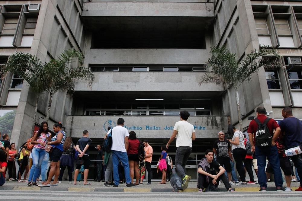 Quase 4 milhões de candidatos prestaram o exame nacional e aguardam uma solução definitiva