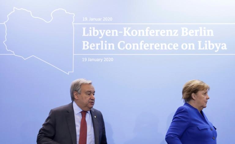 Secretário-geral da ONU Antonio Guterres e a chanceler alemã Angela Merkel, durante conferência sobre a Líbia em 19 de janeiro de 2020, em Berlim