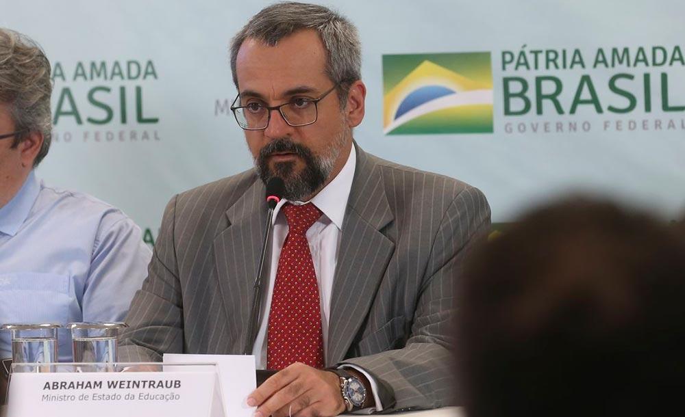 O ministro Abraham Weintraub admitiu o erro depois de afirmar diversas vezes que a gestão Bolsonaro havia feito o 'melhor Enem da história'
