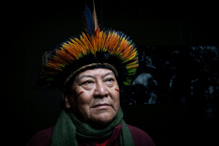 O líder indígena Davi Kopenawa durante sessão de fotos em Paris, 29 de janeiro de 2020