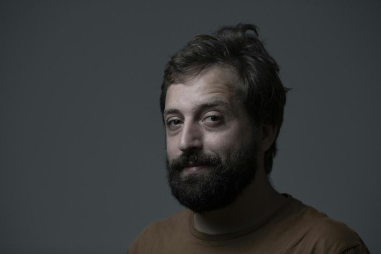 Duvivier é o apresentador do programa da HBO no Brasil Greg News e membro fundador do grupo de comédia brasileiro Porta dos Fundos
