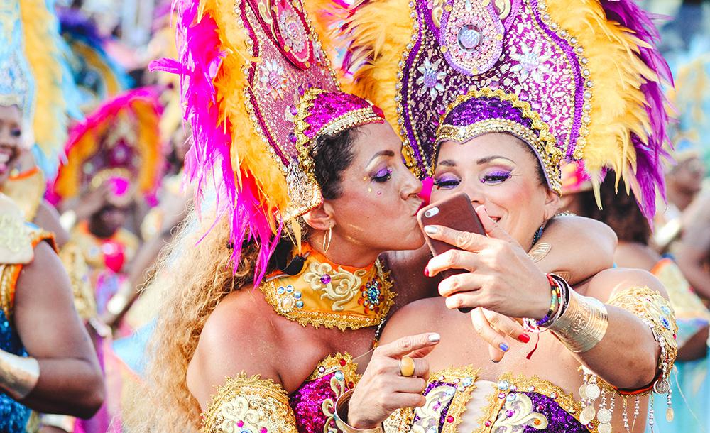 O carnaval traz, em sua memória, todos os outros carnavais, suas lutas, canções, desfiles, alegria, cultura.