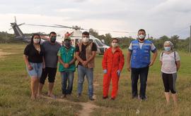Na imagem acima, equipe da Sesai enviada para acompanhar indígenas na aldeia Lago Grande (Secretaria de Saúde de Santo Antônio do Içá)