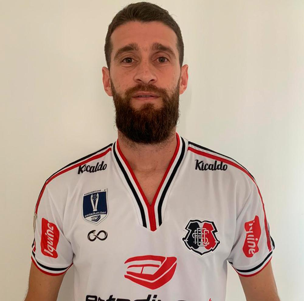 Jogador Danny Morais, zagueiro do Santa Cruz (PE), idealizador da campanha 'Desafio Corona'
