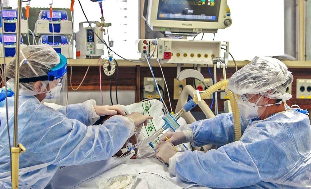 Com o avanço do coronavírus, hospitais em todo o Brasil se ...