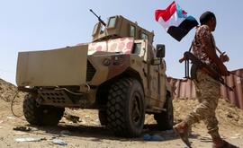Combatente leal ao Conselho de Transição do Sul (STC) na província de Abyan, no sul do Iêmen (AFP)