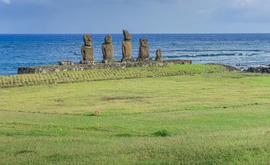 A Ilha de Páscoa é uma das principais atrações turísticas do Chile e, antes da pandemia, recebia cerca de 100 mil visitantes por ano (AFP)