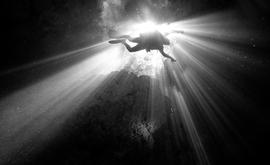 Mergulhador explora caverna subterrânea em Quintana Roo, México (GETTY IMAGES/AFP)