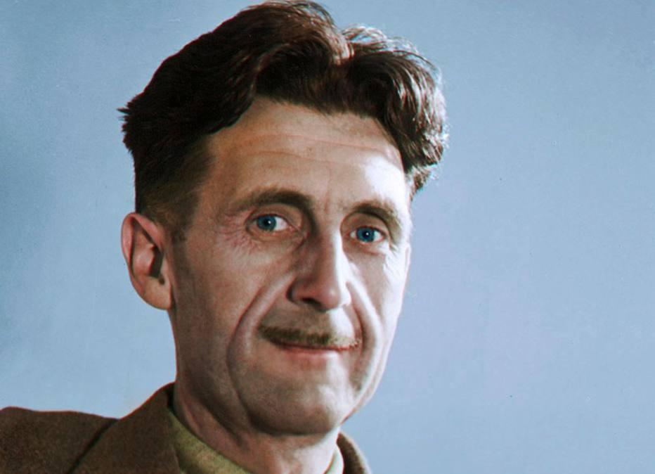 O escritor inglês George Orwell em foto colorizada