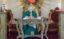 Padre Fábio de Melo é um exemplo dos padres que se adaptaram à nova realidade, celebrando suas missas dominicais através de lives (Reprodução Instagram @pefabiodemelo)