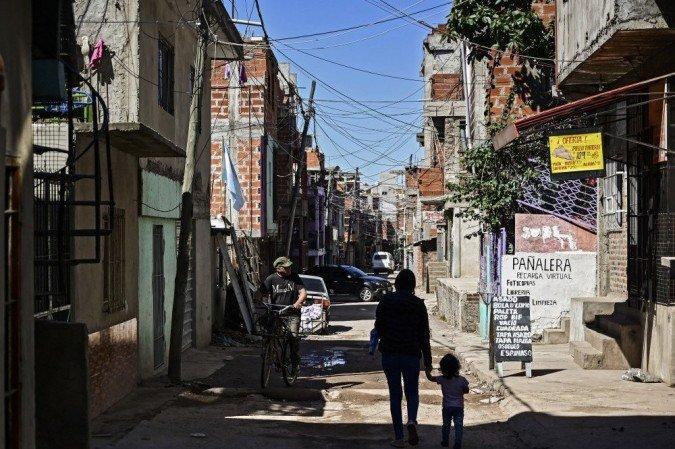 Na comparação interanual, o número de pessoas abaixo da linha da pobreza aumentou 5,5 pontos percentuais
