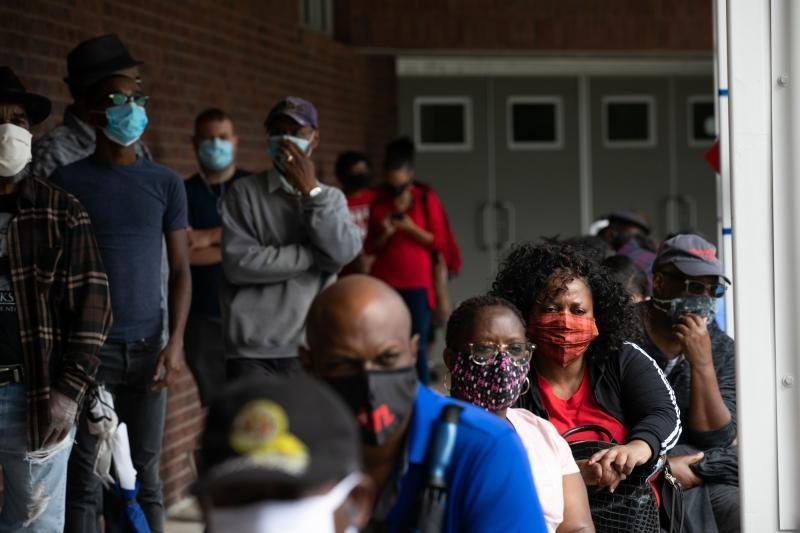 Falhas nos equipamentos de votação atrasaram eleitores durante a pandemia