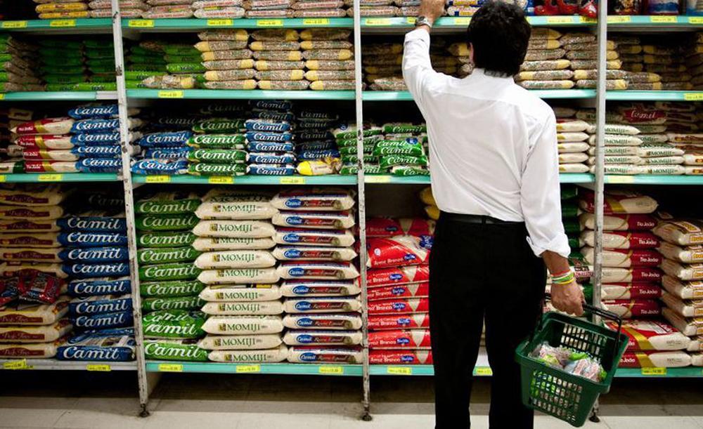Entre os produtos que apresentaram inflação no período: carnes (4,83%), óleo de soja (22,34%), arroz (18,48%), tomate (14,25%) e leite longa vida (4,26%)