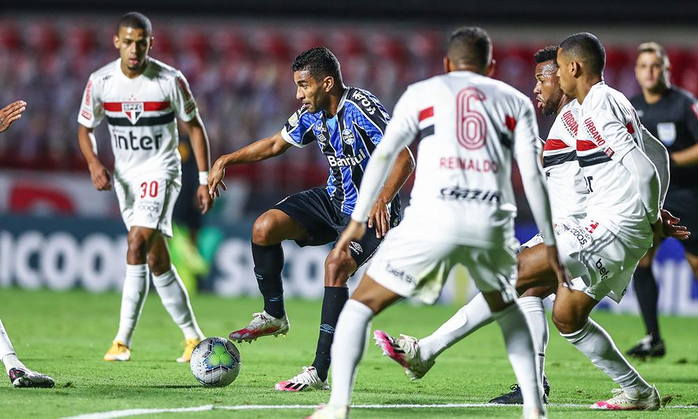 No momento, 11 dos 20 times estão devendo ao menos um jogo. São Paulo deve 3 jogos e Grêmio deve 1