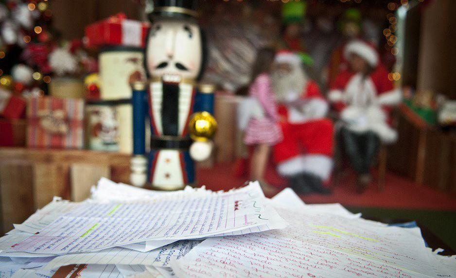 Para atender aos protocolos sanitários de prevenção à Covid-19 e evitar aglomerações, os padrinhos e madrinhas precisam acessar o blog do Papai Noel dos Correios e clicar em 'Adotar Agora'