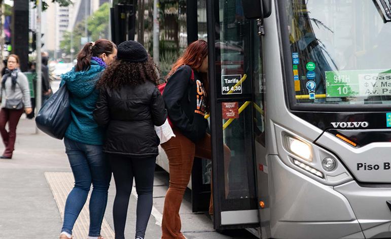 O problema grave ainda é uma realidade nas ruas e, também, no transporte público