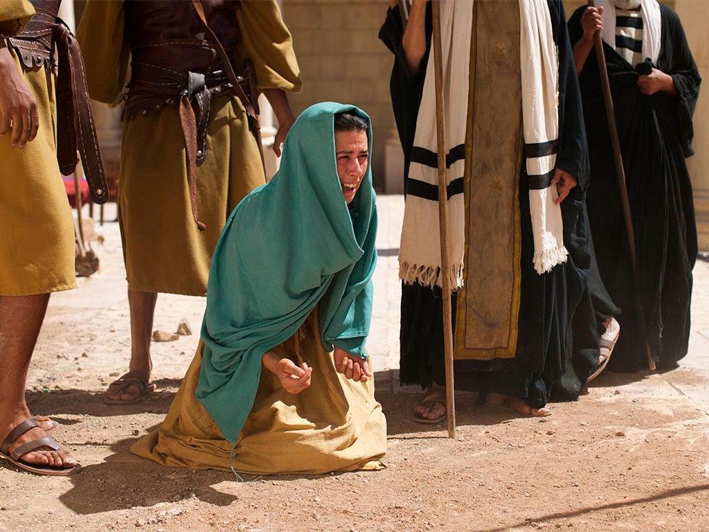 Não foi à toa que o autor sagrado colocou a mulher como vítima dos olhos vigilantes dos mestres da Lei e não um homem