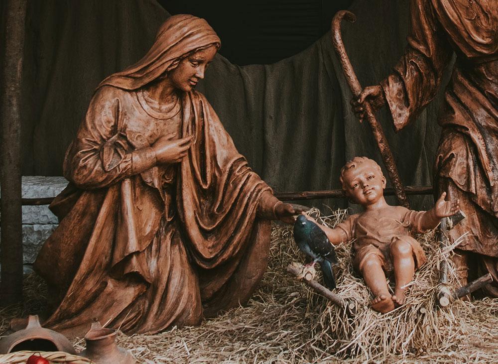 A vida cristã se confunde com a espiritualidade mariana, neste tempo do Advento, na busca de um aprofundamento sempre e cada vez mais continuado, pela consagração de toda a vida dos que professam a fé, na ternura do Deus Menino